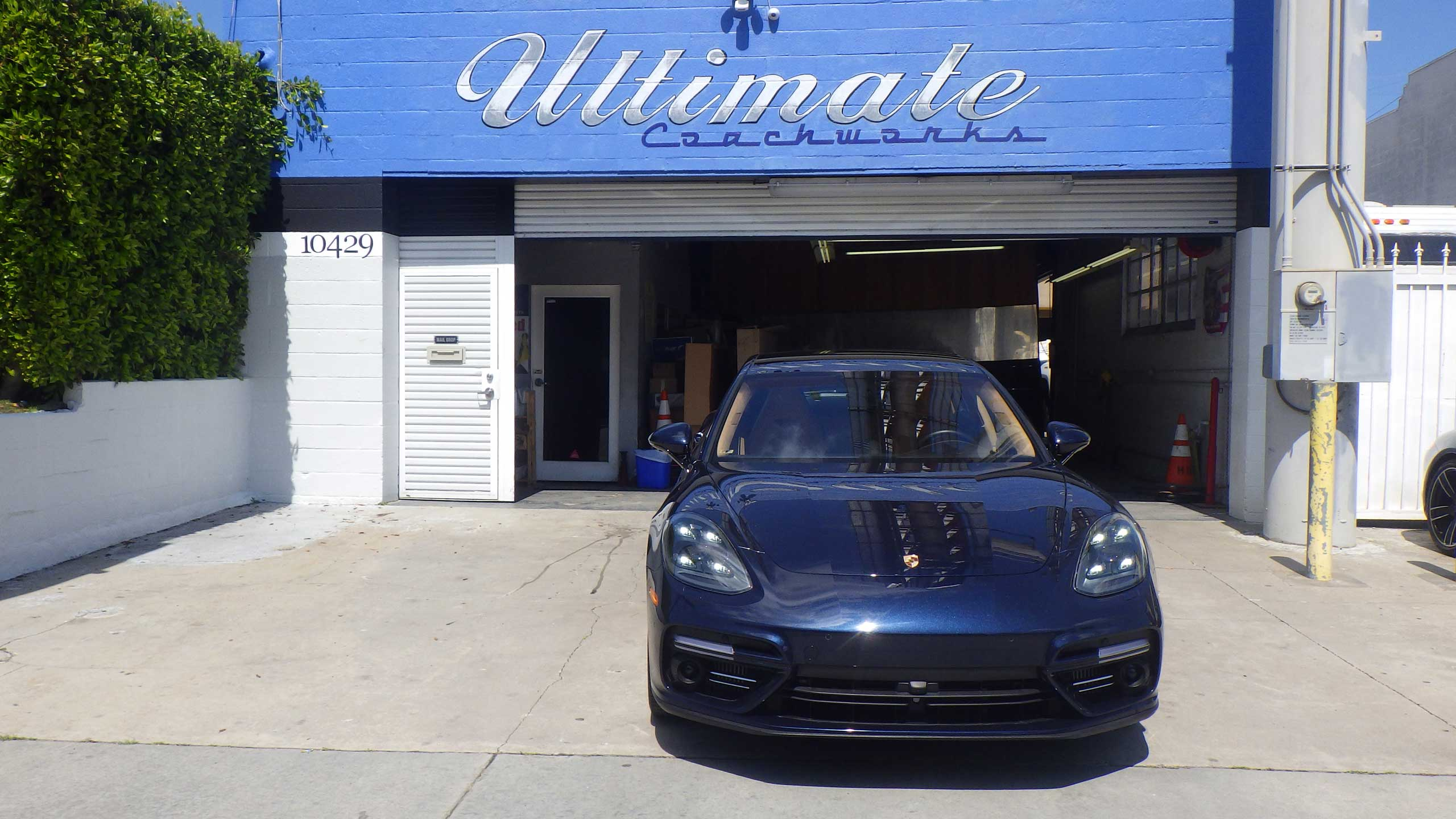 UC_1_car_front_storefront_2560x1440-001