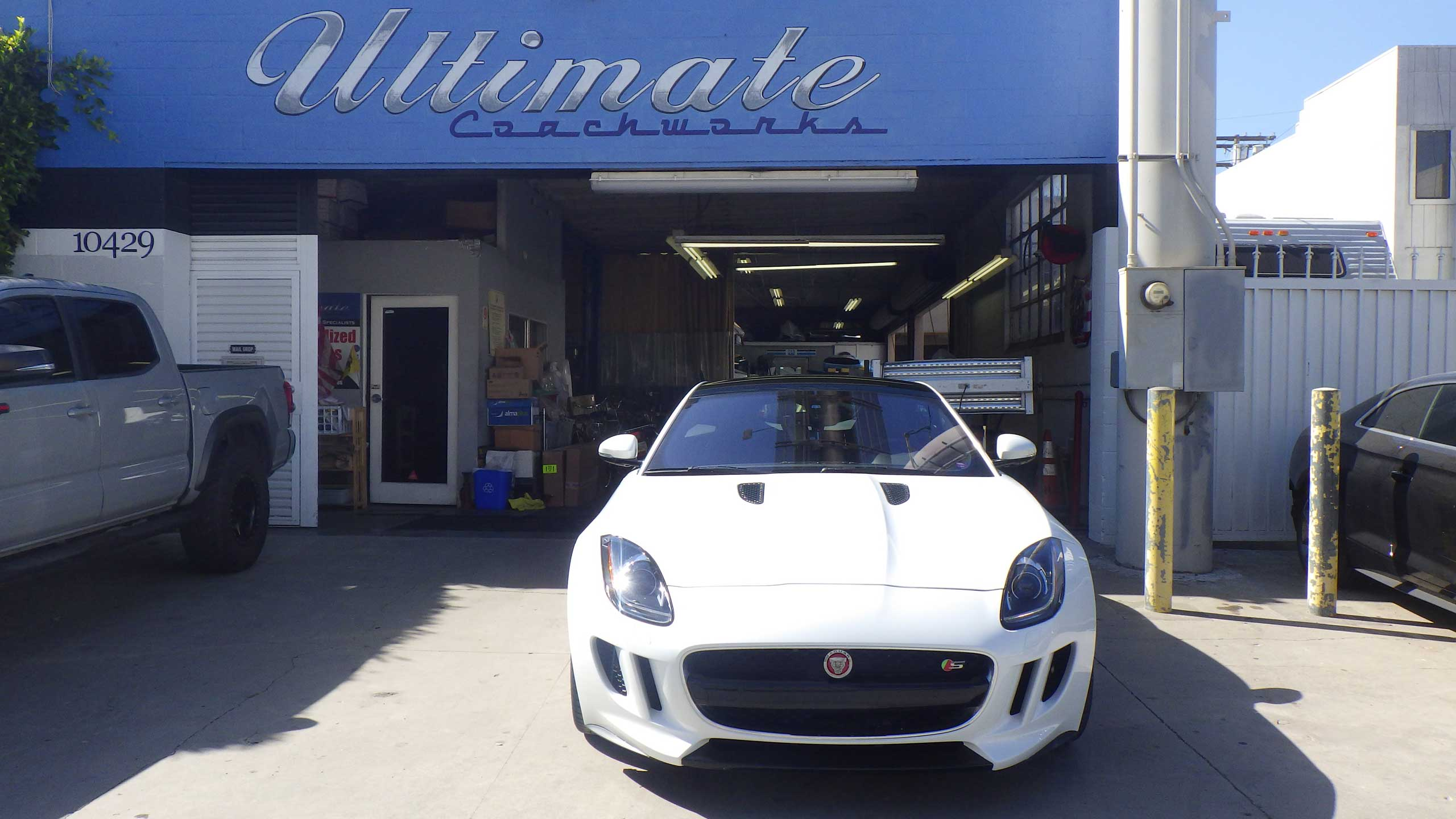 UC_2_car_front_storefront_2560x1440-001